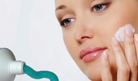Tự chế kem trị mụn hiệu quả và tiết kiệm