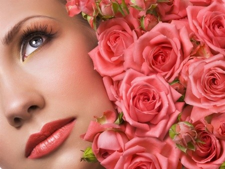 Tự làm nước hoa hồng dưỡng da tại nhà cực đơn giản