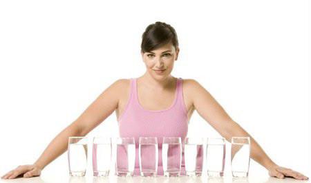 2,5 lít nước mỗi ngày giúp da đẹp, dáng thon
