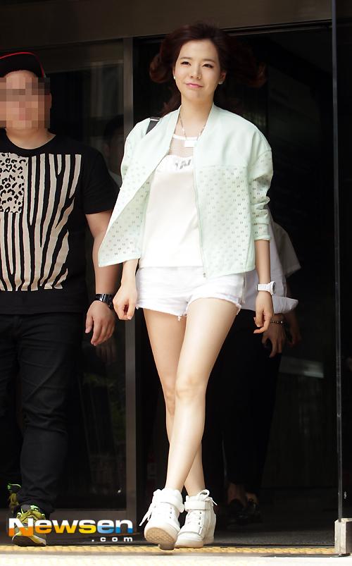Cách chọn trang phục cho cô nàng chân ngắn