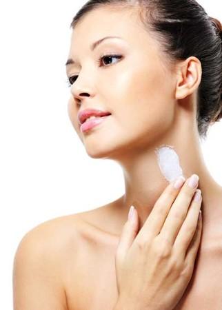 Mách bạn cách sử dụng kem dưỡng da đúng cách