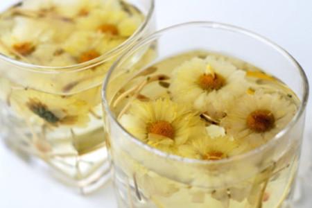 Mẹo trị mụn trứng cá từ hoa cúc trắng hiệu quả