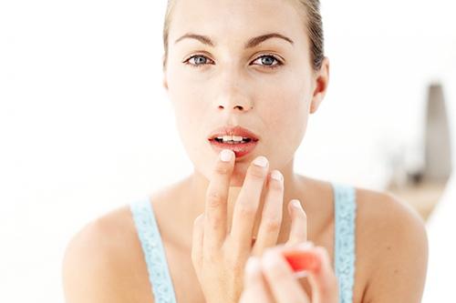 Tuyệt chiêu chọn son dưỡng cho đôi môi mềm mịn