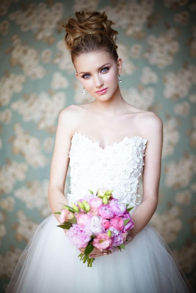 9 kiểu tóc đẹp cực kỳ duyên dáng cho cô dâu