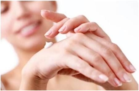 Bật mí cách dưỡng da tay khỏe đẹp vào mùa đông