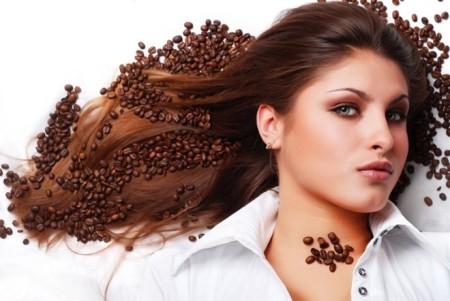 Mách bạn cách tẩy da chết và đánh tan mỡ tư nhiên với bã cà phê