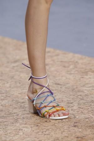 Xu hướng giày dép hot nhất thời trang xuân hè