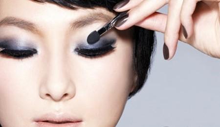 Bí quyết trang điểm mắt 1 mí hút hồn hơn