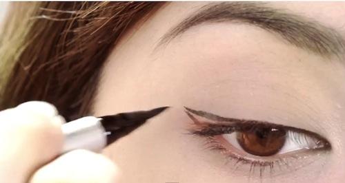 Bật bí cách trang điểm cho mắt một mí cực kỳ dễ thương