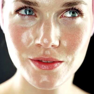 Nước hoa hồng trị mụn kiềm dầu Neutrogena Clear Pore Oil Eliminating Astringent