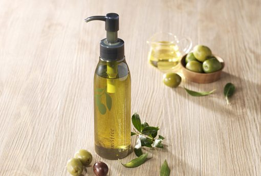 tay-trang-dau-innisfree-olive-real-cleansing-oil-10