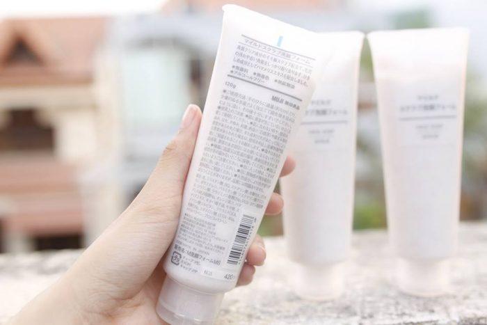 sua-rua-mat-tay-da-chet-muji-face-soap-10