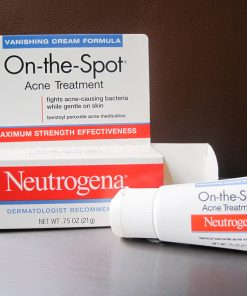 kem-tri-mun-neutrogena-on-the-spot-acne-8