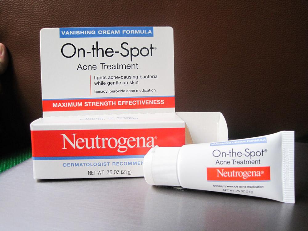 Kết quả hình ảnh cho kem trị mụn neutrogena on the spot acne treatment