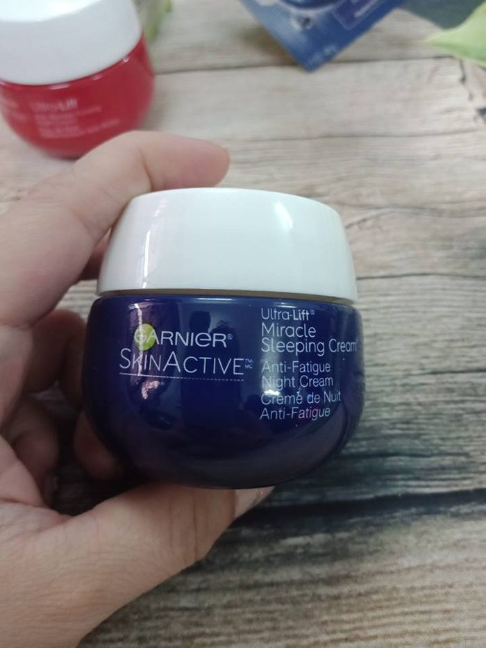 Kem dưỡng da Garnier Miracle Anti-Fatigue Sleeping Cream