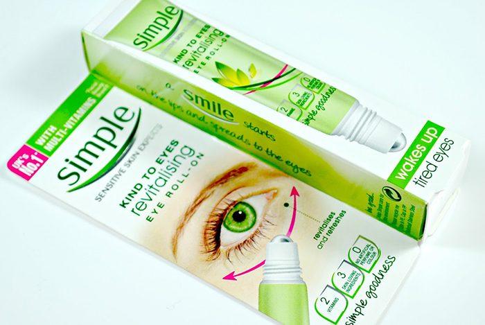Kem dưỡng chống thâm quầng mắt Simple Revitalising Eye Roll-On